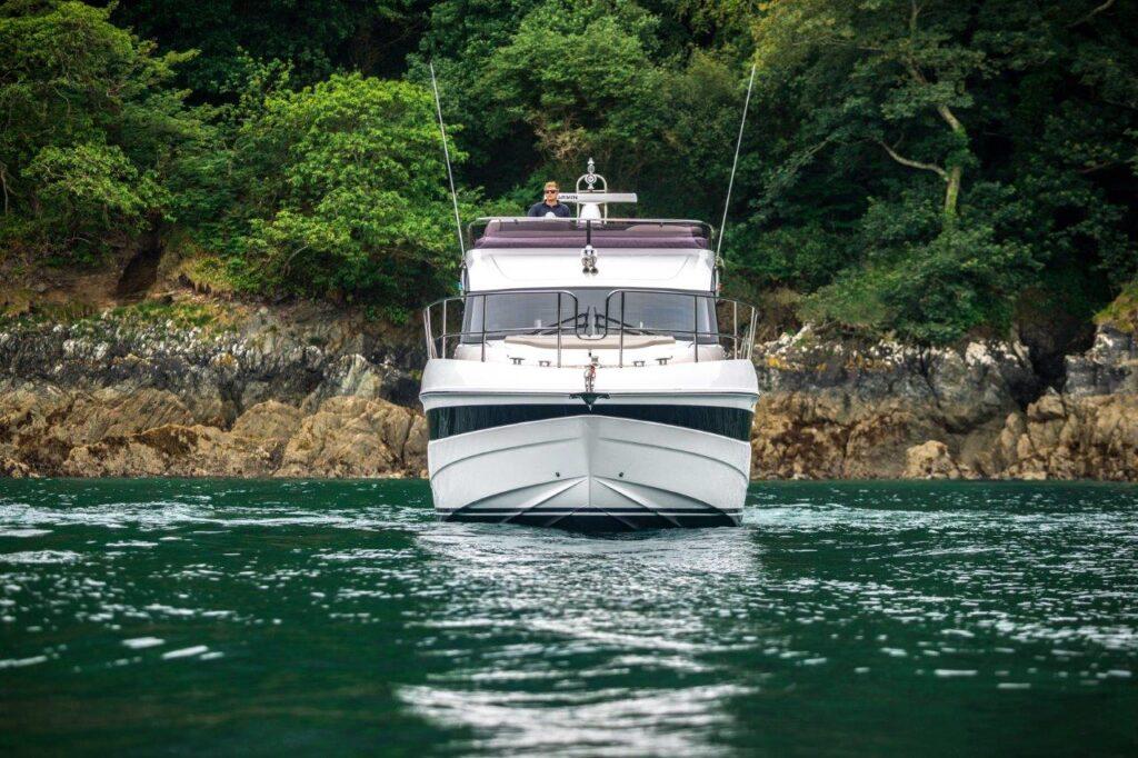 f45-exterior-white-hull-10